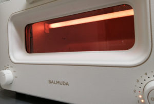balmuda K05A 030a 1 300x203 - 新しいバルミューダ トースター  K05シリーズ(軽めに 旧機種との比較も)