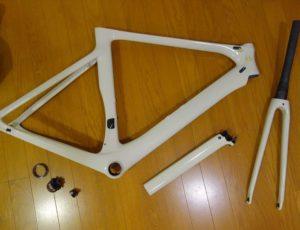 Bike 001 011 1 300x230 - 中華カーボンで街乗り用 1×11バイクを組み立てる-その1